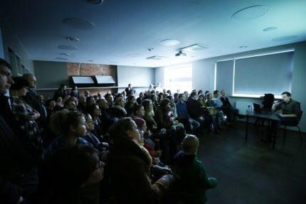 Kovo 11 d. susitikimas su fotožurnalistu Artūru Morozovu