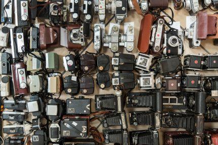 Fotografijos muziejaus rinkinius papildė architekto Vytauto Petrulio padovanota fotografijos technikos kolekcija