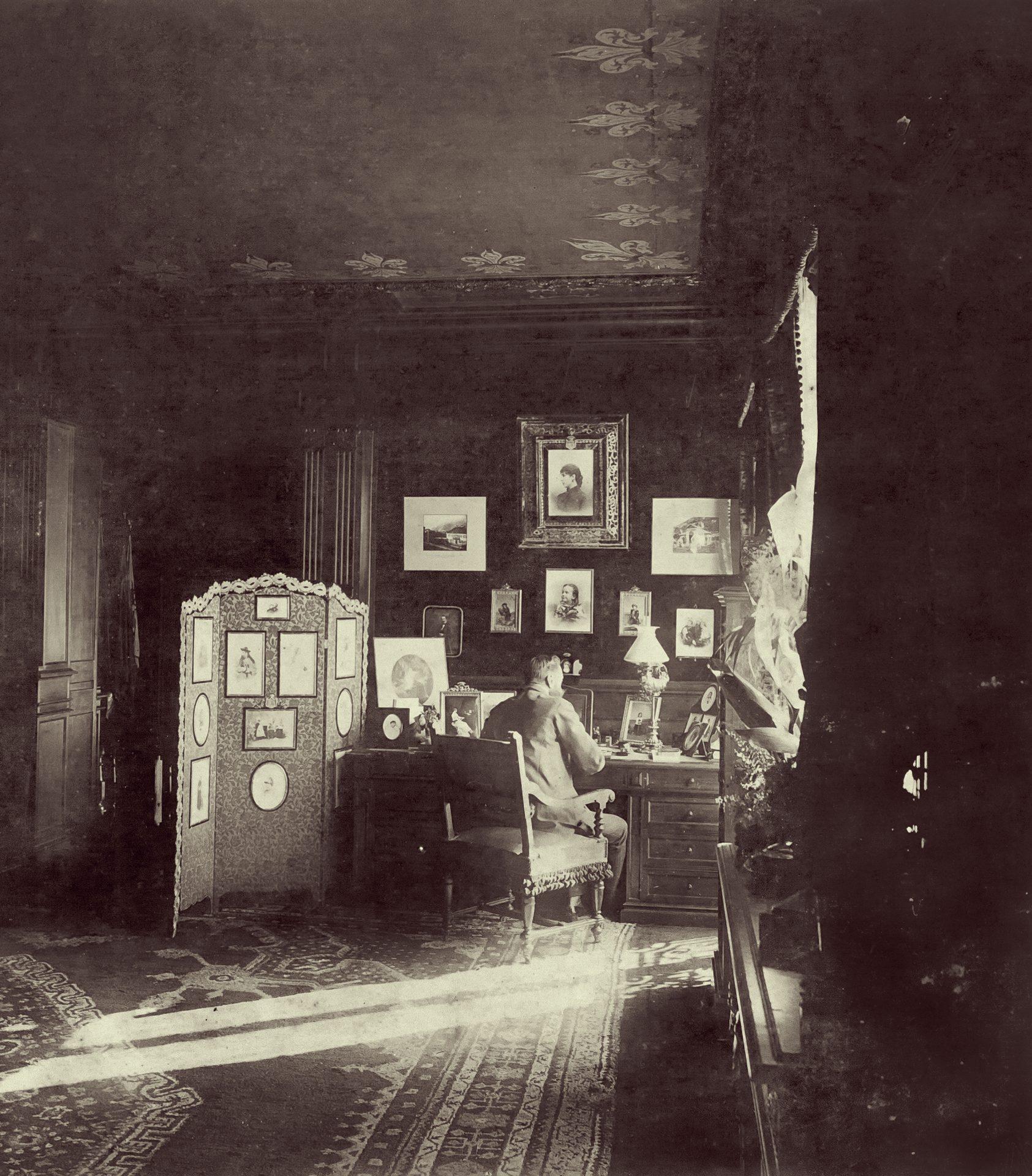 B. H. Tiškevičius savo apartamente Boccador gatvėje. Paryžius, 1891 m.  Petraičių šeimos archyvas